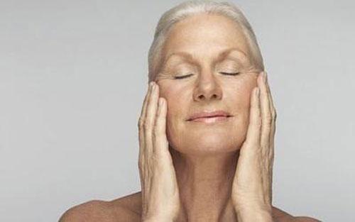 与老年斑患者共用毛巾很容易被传染