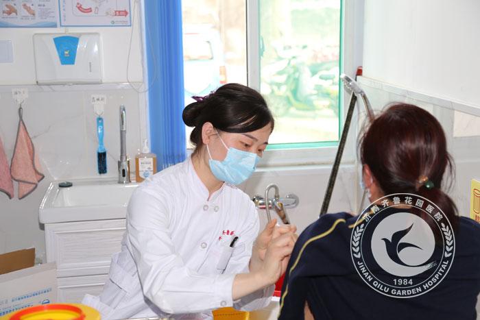 济南市民接种新冠疫苗